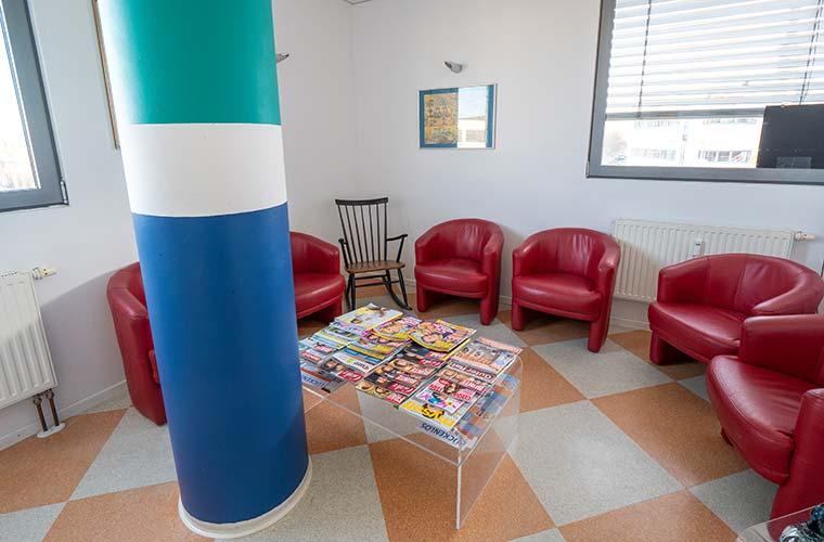 Wartezimmer Zahnarzt in Poing